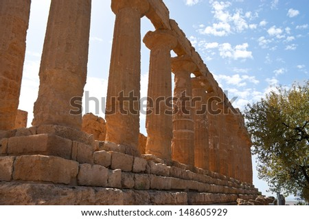 The perfect collumns of Juno Lacinia temple in Argigento, Sicily, Italy