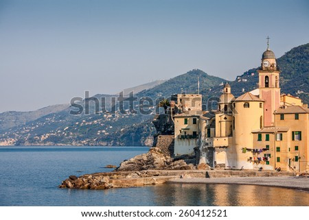 The  pretty town of Camogli nestles against the sweeping bend of the Golfo Paradiso - stock photo