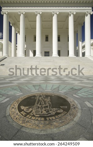 The 2007 restored Virginia State Capitol and the State Seal of Virginia, designed by Thomas Jefferson who was inspired by Greek and Roman Architecture, Richmond, Virginia - stock photo