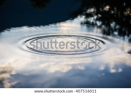 The ripple mark which floats on a surface of the water