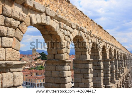The roman Acueduct is the most emblematic of all the architectural structures in Segovia.