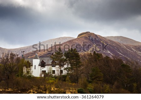 The Scottish Highlands. The Glamaig on a cloudy spring day with a white scottish cottage - Isle of Skye, Scotland, UK - stock photo