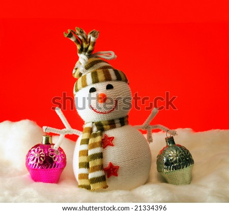 The snowball carry gifts on a red background