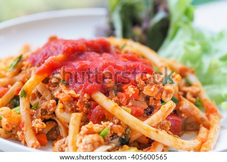 The spaghetti with tomato sauce and vegetables