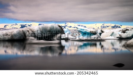 The sun sets over the famous glacier lagoon at Jokulsarlon