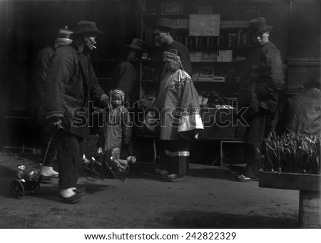 THE TOY PEDDLER. Chinese immigrants in San Francisco. From Arnold Genthe's CHINATOWN SERIES. Ca. 1896. - stock photo
