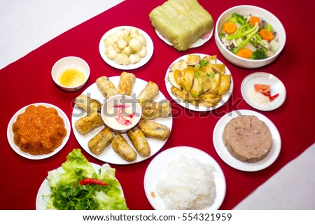 The traditional food of Vietnam, Lunar New Year, fireworship, family meals: Banh chung, Boiled chicken, pickled onions, spring rolls ...