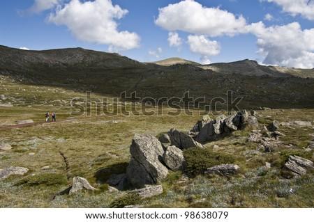 The walking track upto Mount Kosciuszko in the Snowy Mountains, New South Wales, Australia. Kosciuszko National Park - stock photo