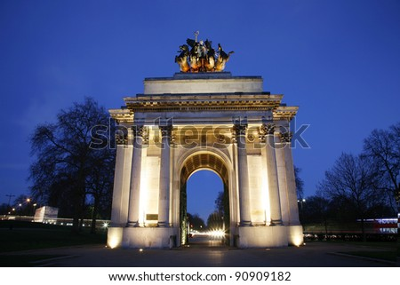 The Wellington Arch( also known as Constitution Arch) is a triumphal arch located in central London, near south of Hyde Park , to commemorate Britain's victories in the Napoleonic Wars. - stock photo