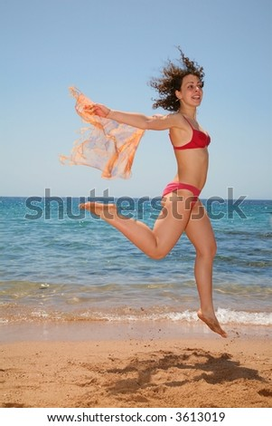 The woman in a jump at the sea