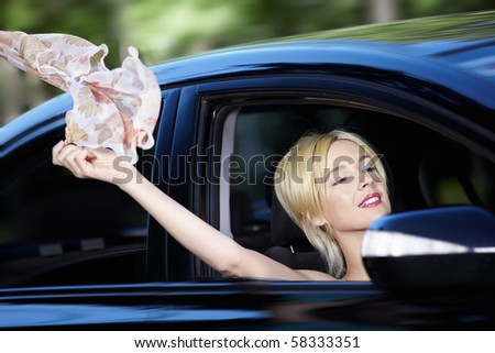 The young girl develops a scarf out of car windows