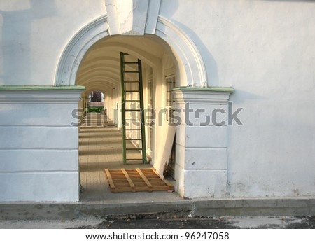 There are archway and  staircase in white building