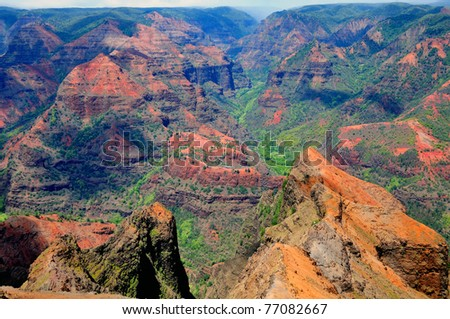 This picture is taken of Waimea Canyon on a sunny day on the Hawaiian Island of Kauai