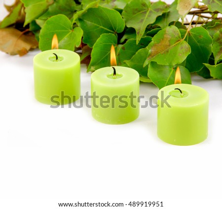 Three green candle an pine brunch d ivy