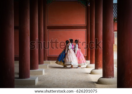 "three korea girls in  korea Antique dress ""hanbok"" and doing selfie"