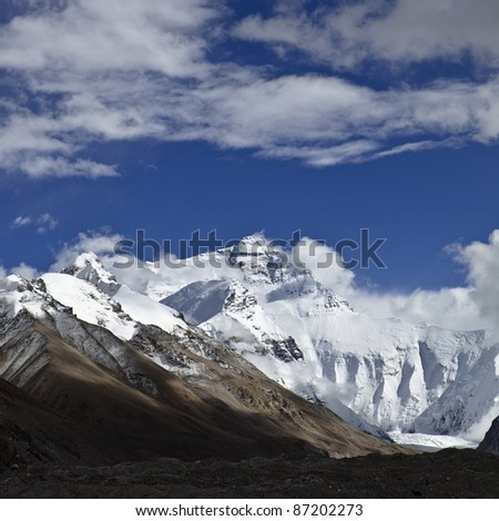 tibet: north face of mount everest viewed from tibetan base camp - stock photo