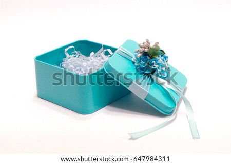 tiffany blue gift box.