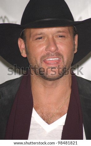TIM McGRAW at the 31st Annual American Music Awards in Los Angeles. November 16, 2003  Paul Smith / Featureflash