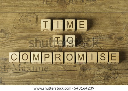 time to compromise text on cubes on wooden background