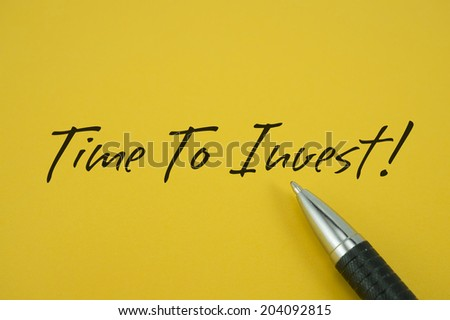Time To Invest! note with pen on yellow background