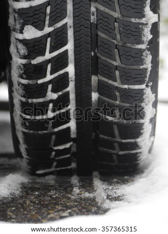 tires which leave tiretracks in the snow