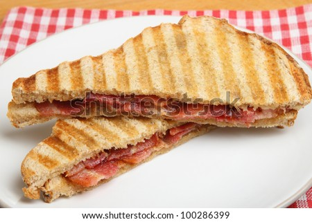 Toasted sandwich with bacon