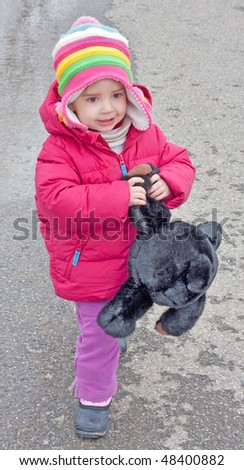 Toddler girl holds stuffed teddy bear
