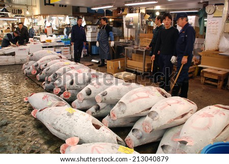 TOKYO - APRIL 6 : Fish sale at Tsukiji Market, the biggest wholesale market in Japan taken April 6, 2009 in Tokyo, Japan. - stock photo