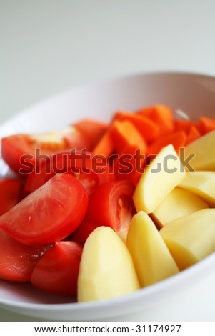 Tomato, carrots, potatoes (with tomatoes and potatoes in focus)