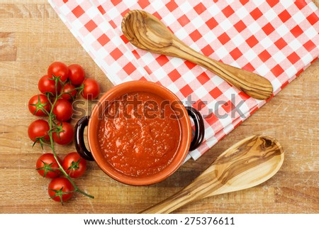 tomato sauce inside earthenware pan