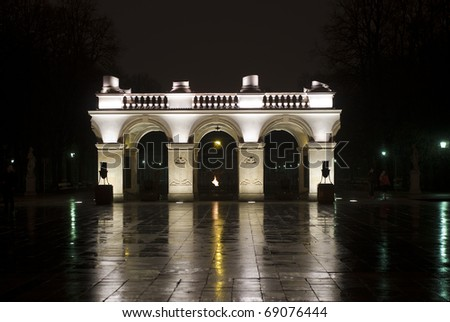 Tomb of the Unknown Soldier on night
