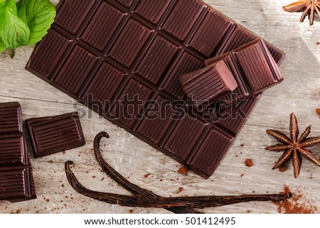 top view of dark chocolate bar flavored with vanilla