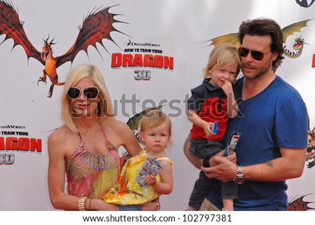 "Tori Spelling and Dean McDermott at the Los Angeles Premiere of ""How To Train Your Dragon,"" Gibson Amphitheater, Universal City, CA. 03-21-10 - stock photo"