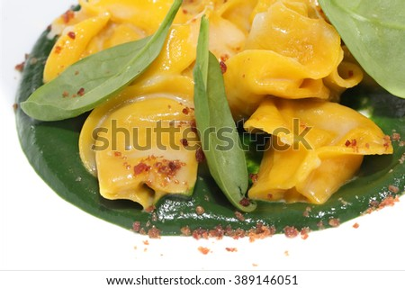 Tortellini with sage and cream of peas