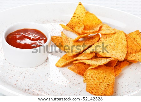 tortilla chips with hot salsa mexicana