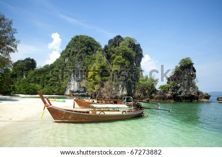 Tour boats hired land on the beaches clean. Waiting for the tourists and travelers To explore the beauty of the island. On a tropical island in the Maldives in the Indian Ocean, or Krabi. Andaman Sea