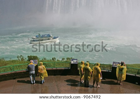 tourists at niagara falls ontario