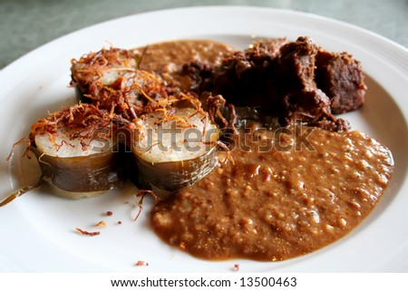 Traditional malay cuisine of sticky rice and spicy beef with peanut sauce
