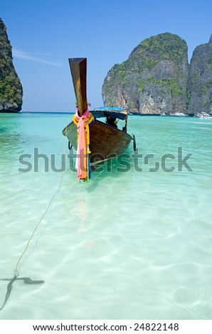 Traditional siamese boat in the famous Maya bay of Phi-phi Leh island, Krabi province, Thailand