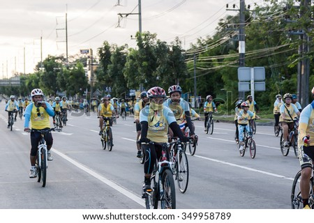 TRANG,THAILAND - DECEMBER 11 : Unidentified Cyclists Joined in Bike For Dad Event that Cerebrated for Birthday of King Bhumibol Adulyadej on December 11 , 2015. at Trang Thailand.