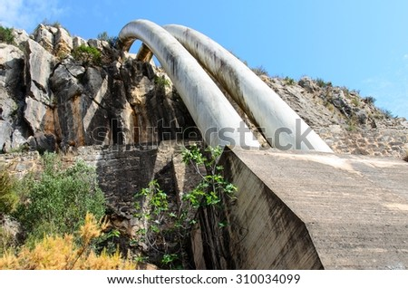 Transportacion water by the mountain by pipes
