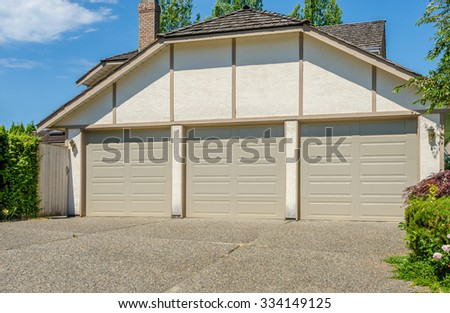 Triple doors garage. North America.