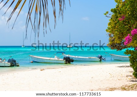 Tropical beach of island Gran Roque with boats, archipelago Los Roques, Venezuela - stock photo