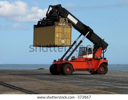 Truck lifting container