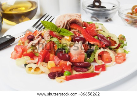 Tuna salad with beans, pepper, lettuce and corn