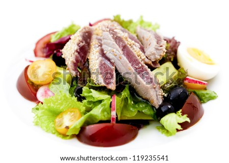 Tuna salad with tomatoes and boiled egg