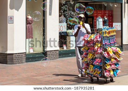 TUNBRIDGE WELLS, KENT/UK - JUNE 30 : Man generating lots of bubbles in the shopping centre at Royal Tunbridge Wells on June 30, 2009. Unidentified man.