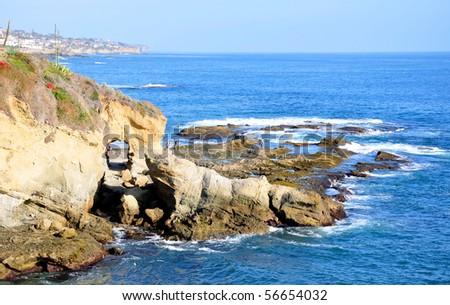 """Tunneled Arch in Rocks, Laguna Beach, California, USA (33min 30' 50.5""""N, 117min 45' 29.83""""W) - stock photo"""