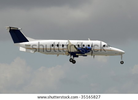 Turboprop airplane for regional flight side view