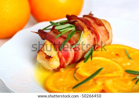 Turkey breast rolls in bacon with orange sauce